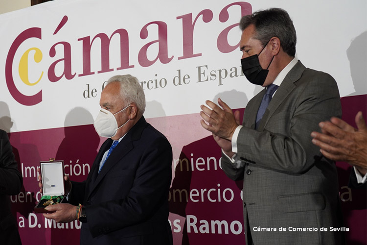 Manuel Contreras Ramos, presidente de honor de Grupo Azvi, recibe la máxima distinción de la Cámara de España